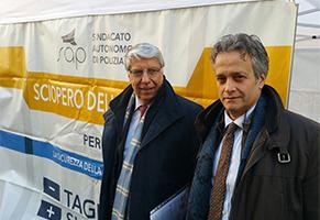 Carlo-Giovanardi-in-visita-a-Tonelli-in-Piazza-Montecitorio