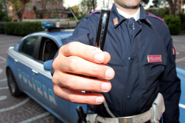 Solite-accuse-contro-i-Poliziotti-ma-stavolta-c39e39-la-telecamera-lancio-AGENPARL