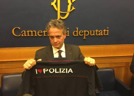 Caos-su-Salvini-con-la-maglia-della-Polizia-Ma-il-Sap-lo-difende